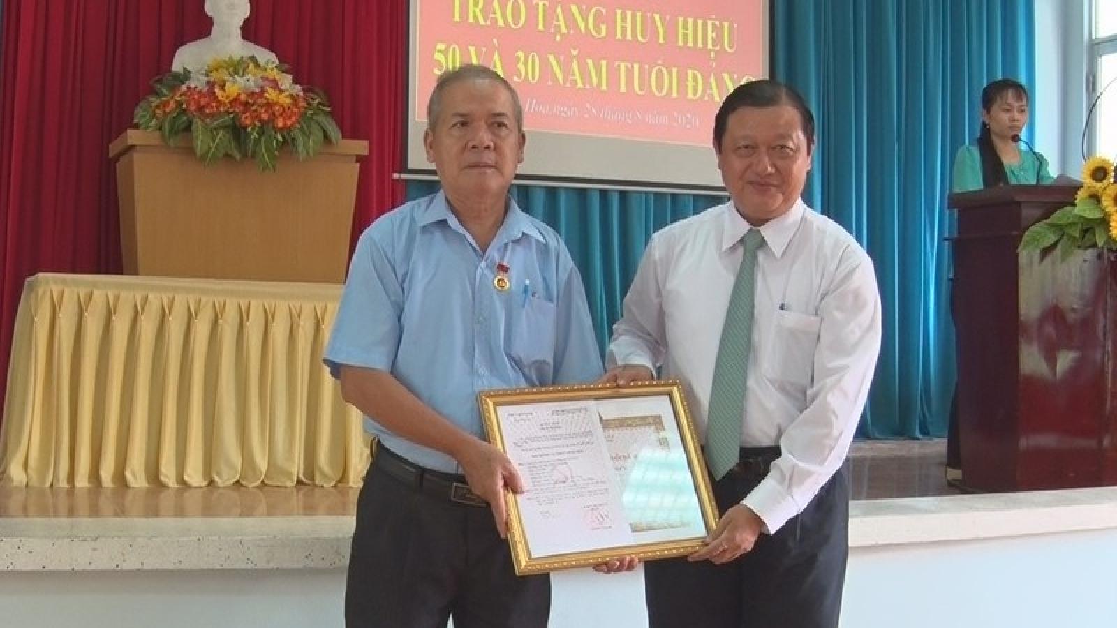 Tiền Giang, Bến Tre: Dịp 2/9 có 860 đảng viên được trao tặng Huy hiệu Đảng