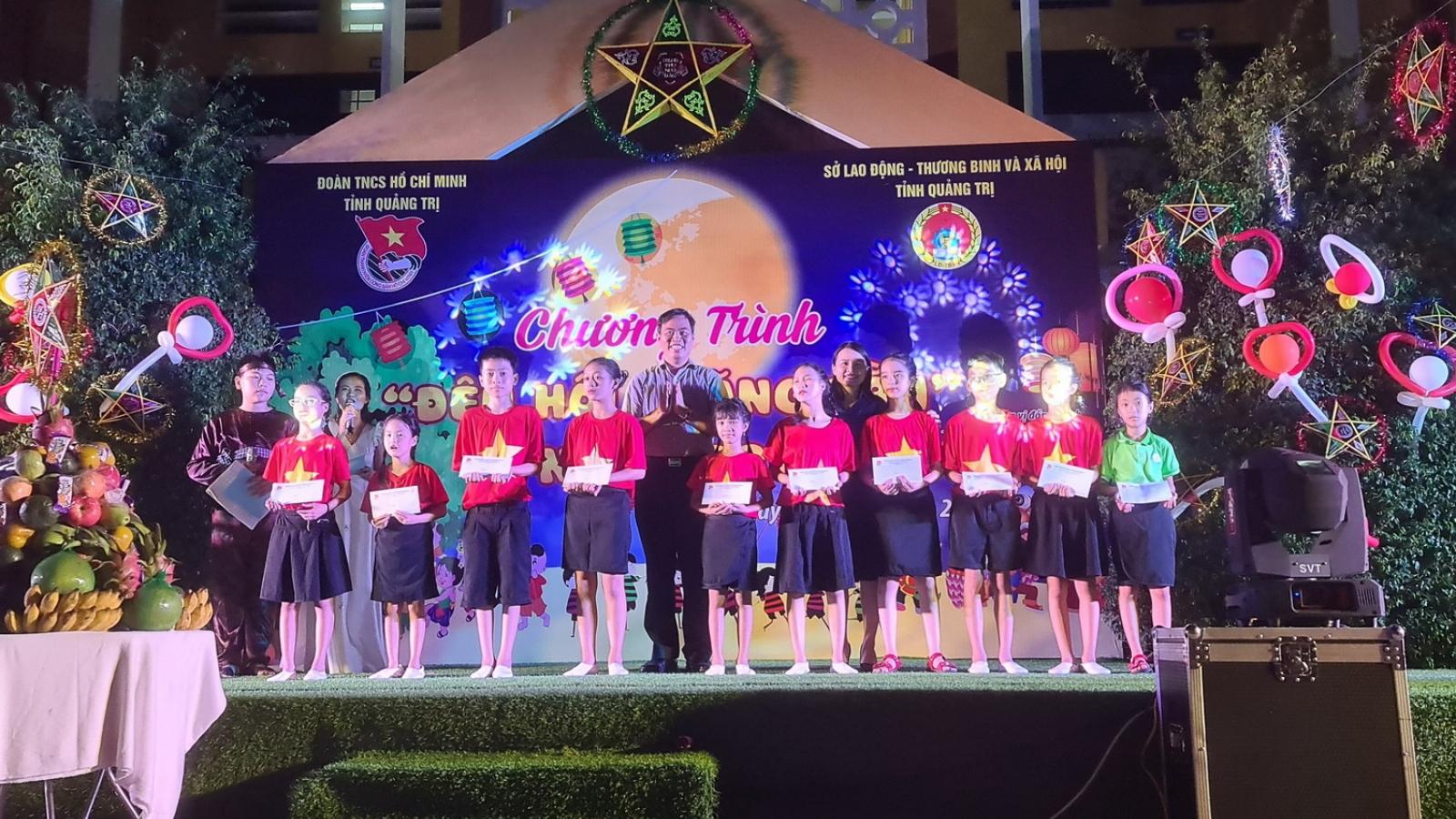 """Tổ chức """"Đêm hội trăng rằm"""" cho trẻ em khuyết tật tại tỉnh Quảng Trị"""