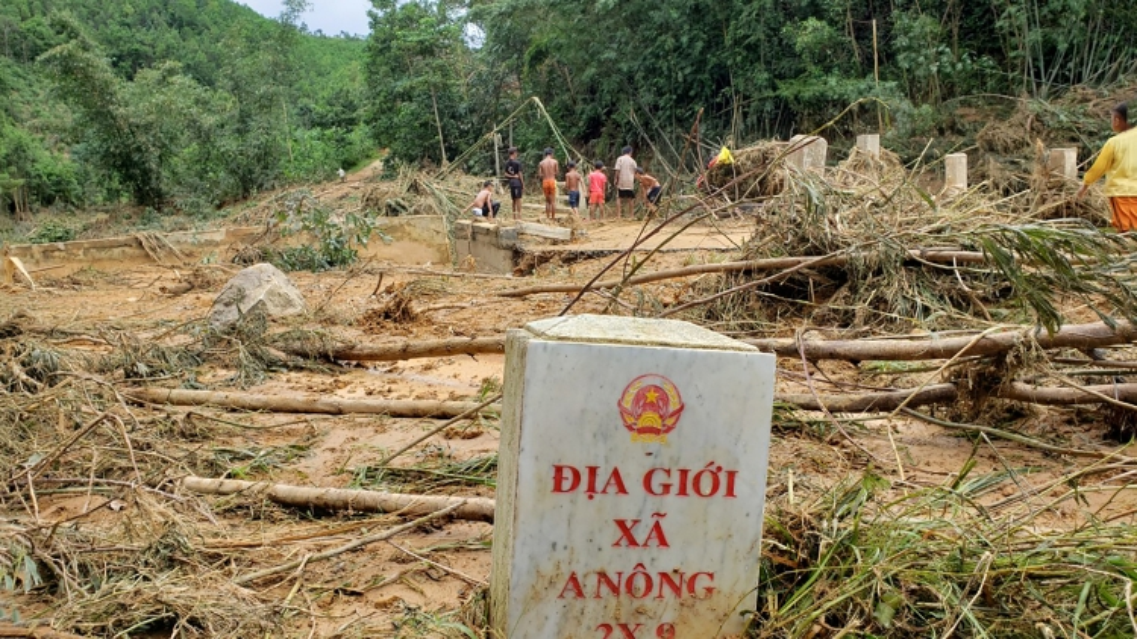 Quảng Nam tập trung khắc phục sạt lở, thông tuyến lên các xã vùng cao