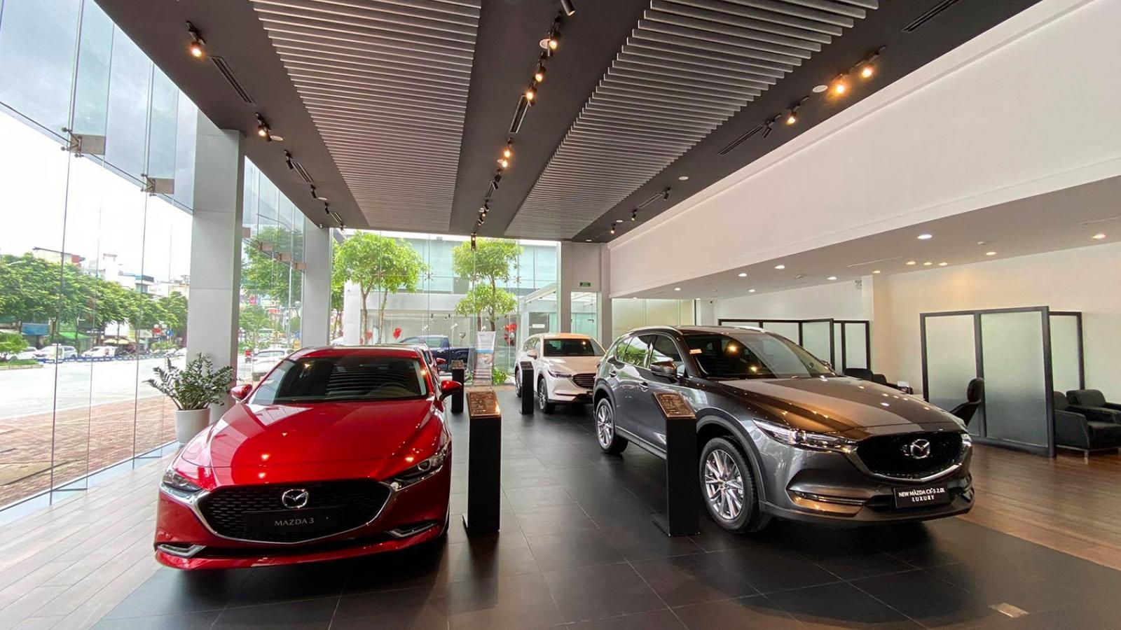 Thị trường ô tô tiếp tục sụt giảm do ảnh hưởng của tháng Ngâu và Covid-19
