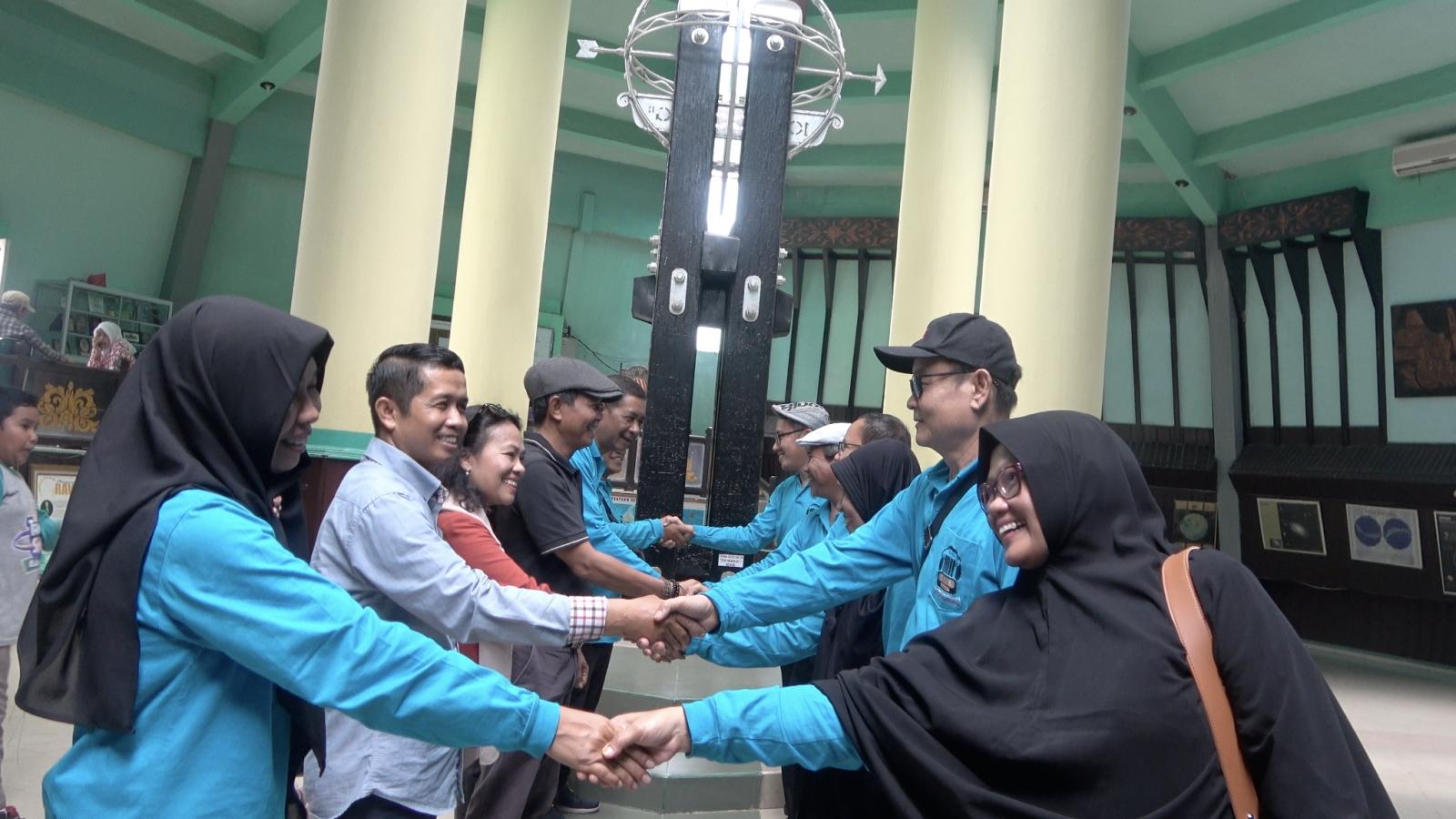 Khám phá hiện tượng kì thú tại đường xích đạo chạy qua Indonesia