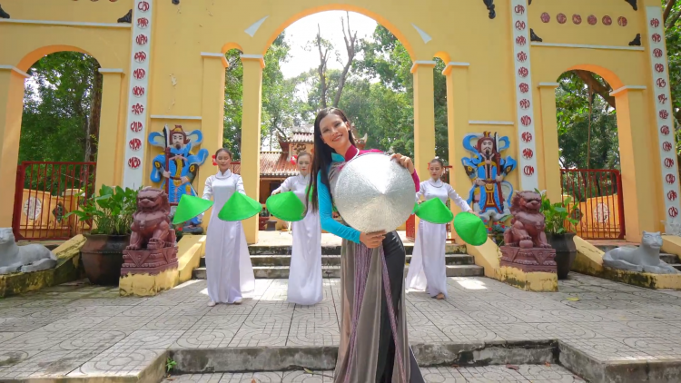 Vietnam's Non La performance introduced at Miss Earth 2020