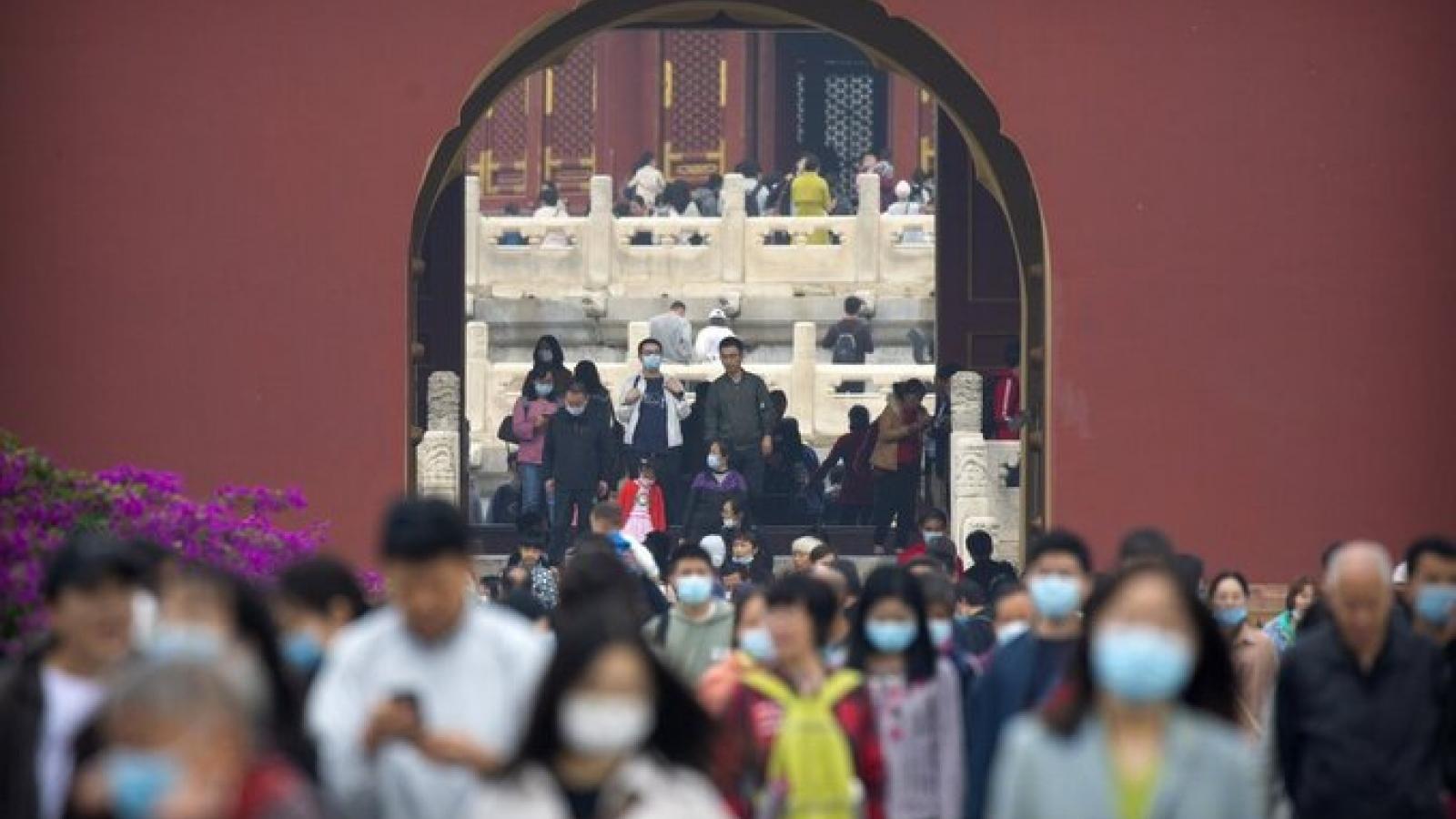Tiêu thụ nội địa và du lịch thúc đẩy kinh tế Trung Quốc nhanh phục hồi