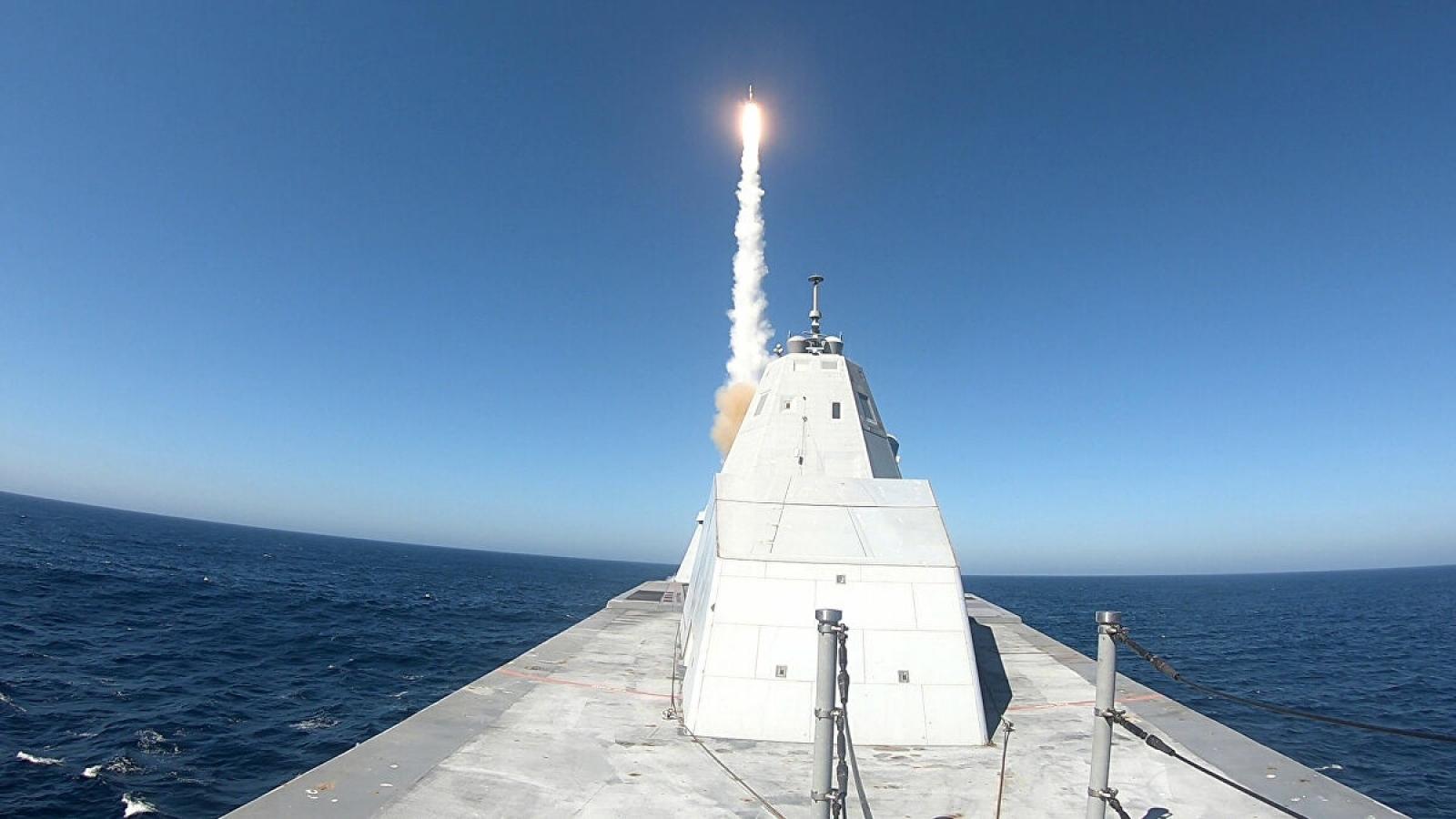 Video: Tàu khu trục tàng hình USS Zumwalt của Mỹ lần đầu phóng tên lửa