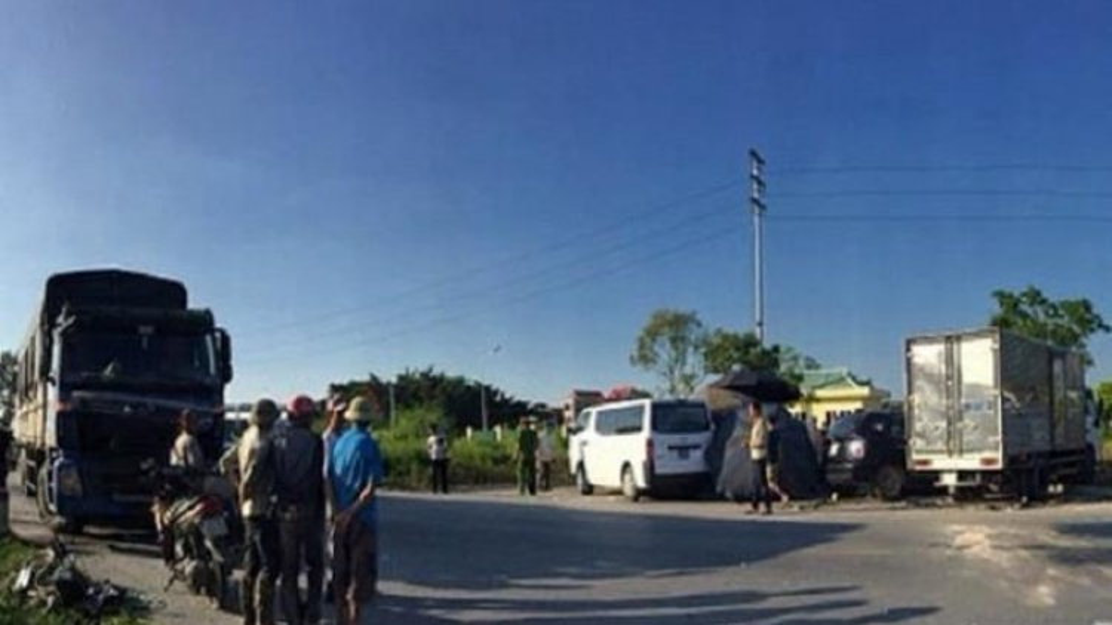 Xe con đấu đầu xe tải, 5 người thương vong: Xác định danh tính nạn nhân