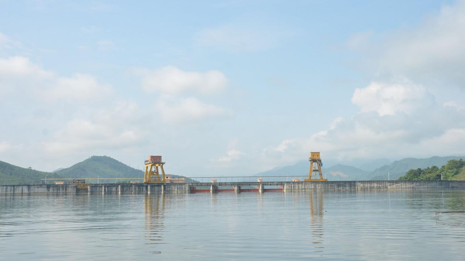 Mưa lũ khiến hồ Tuyên Quang mở khẩn cấp 1 cửa xả đáy