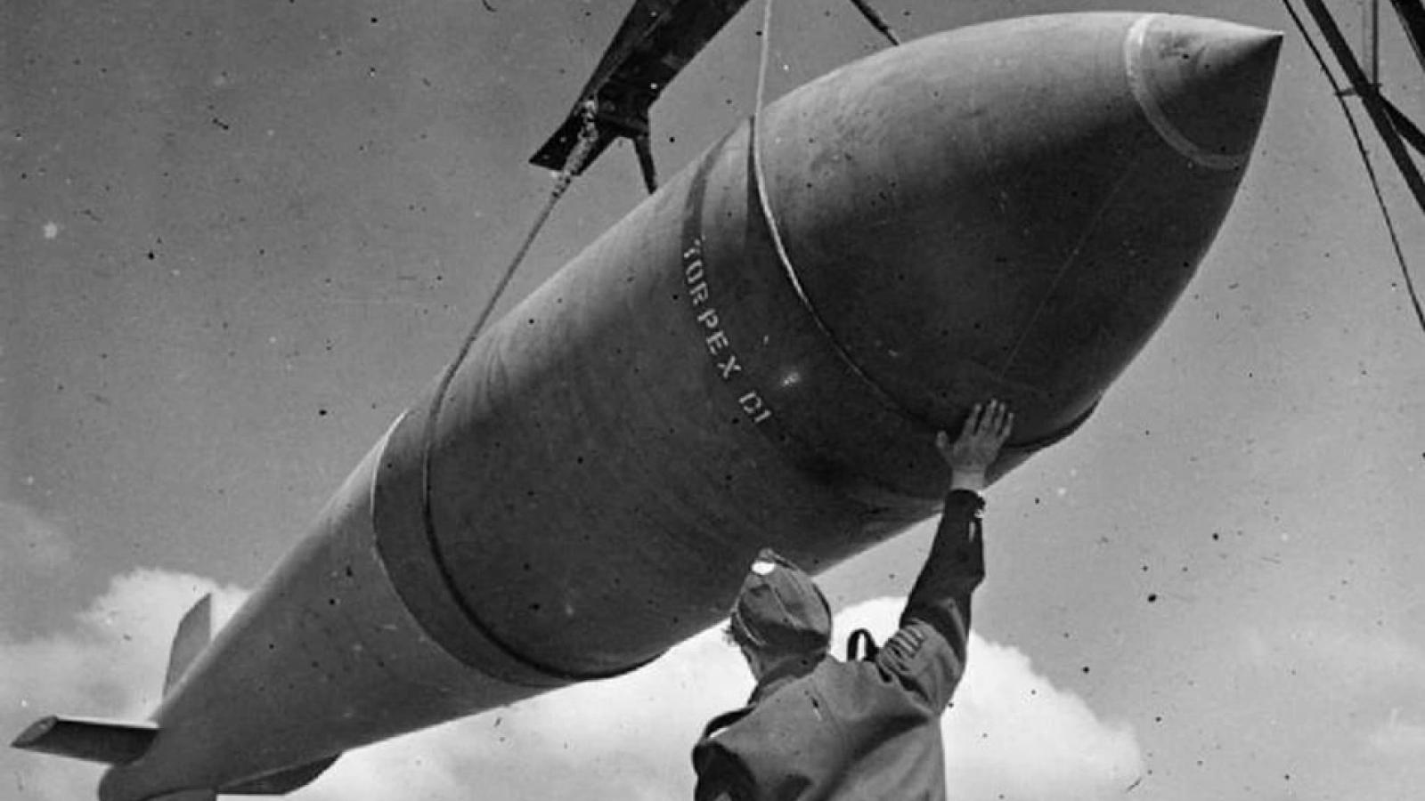 """Ba Lan trục vớt """"quả bom động đất"""" nặng 5 tấn từ thế chiến thứ hai gần biển Baltic"""