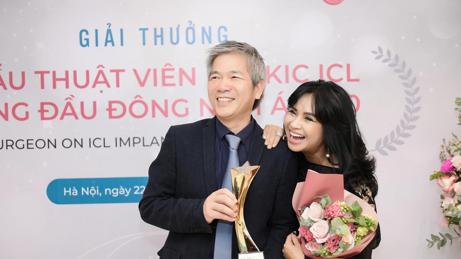 Thanh Lam cười rạng rỡ mừng bạn trai nhận giải thưởng lớn về y khoa