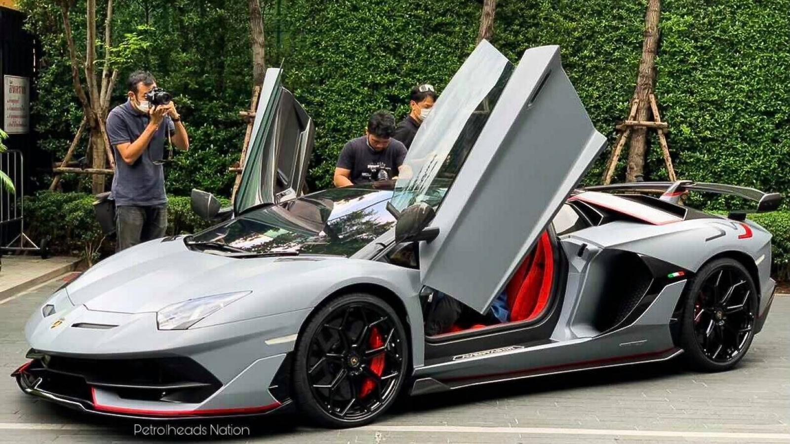 Chiếc Lamborghini Aventador thứ 10.000 xuất hiện trên phố