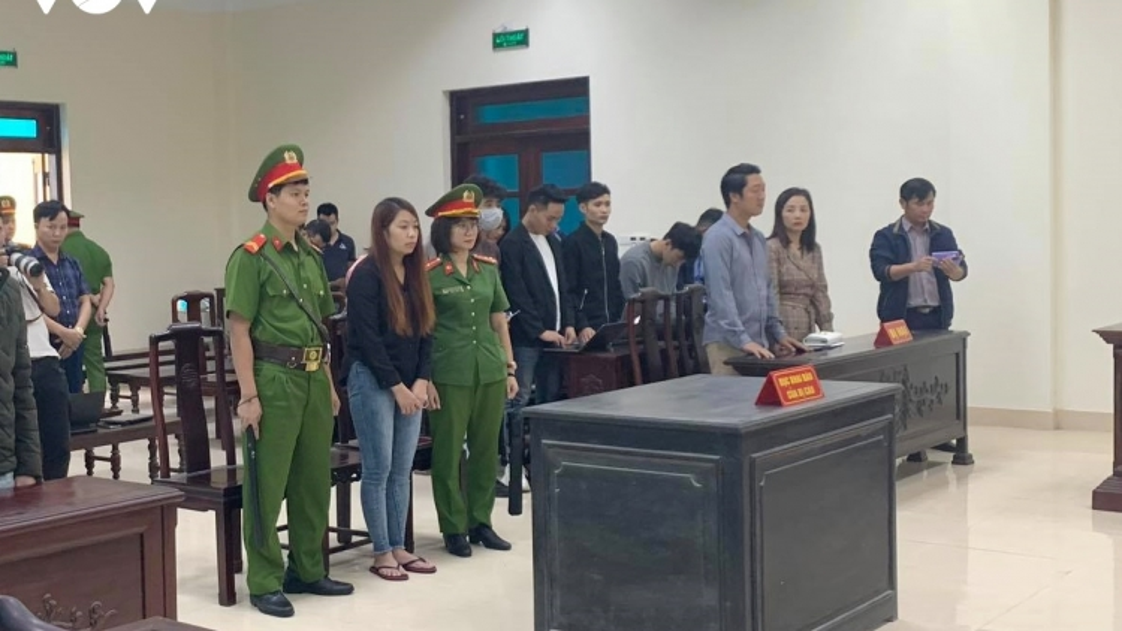 """""""Nữ quái"""" bắt cóc bé 2 tuổi ở Bắc Ninh bị tuyên phạt 5 năm tù"""
