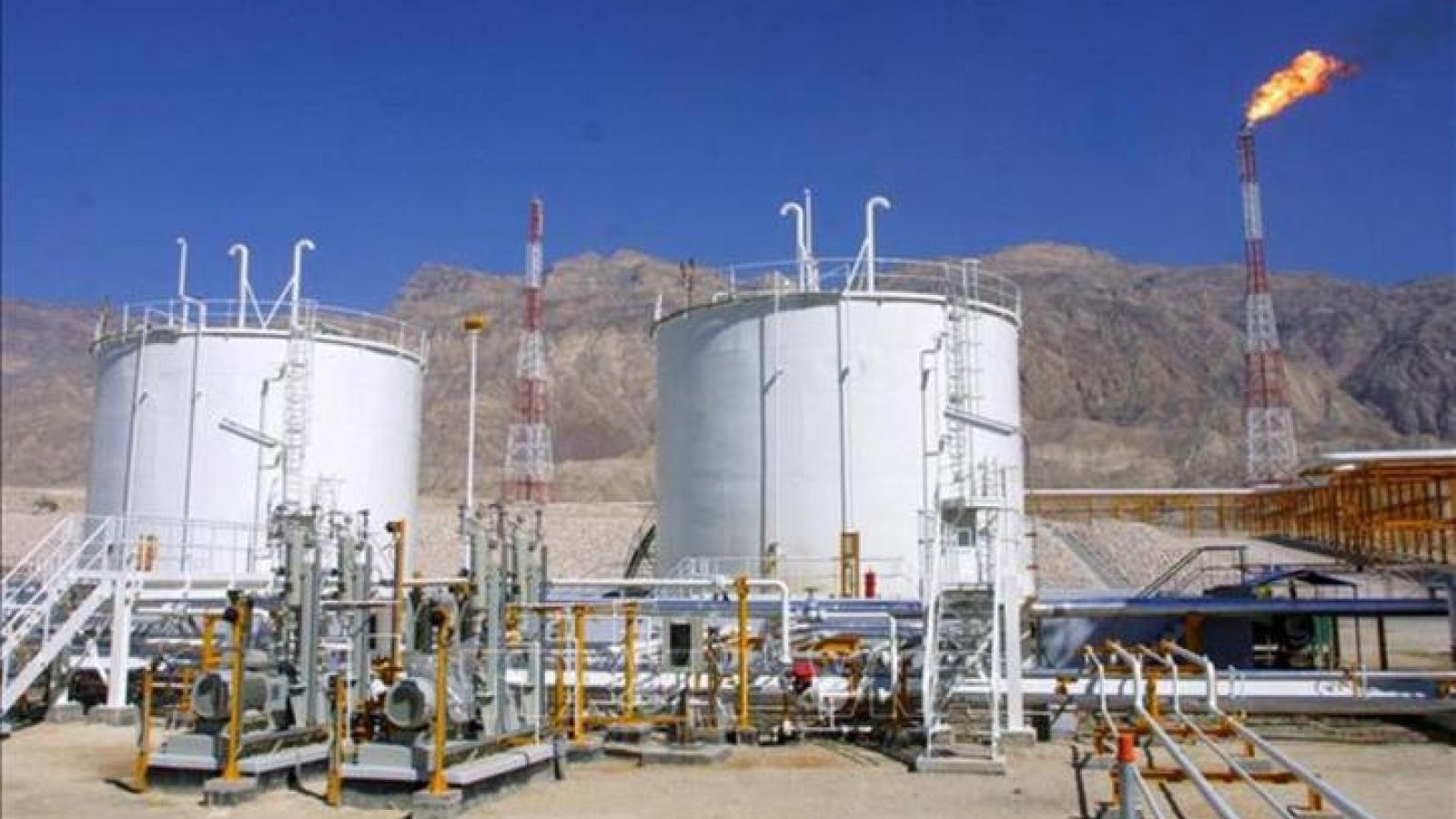 Mỹ trừng phạt ngành công nghiệp dầu của Iran