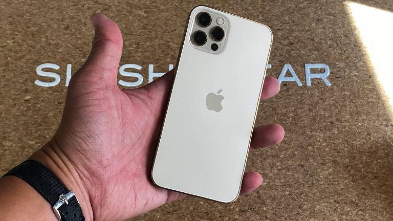 Cận cảnh iPhone 12 Pro phiên bản Vàng Gold tuyệt đẹp