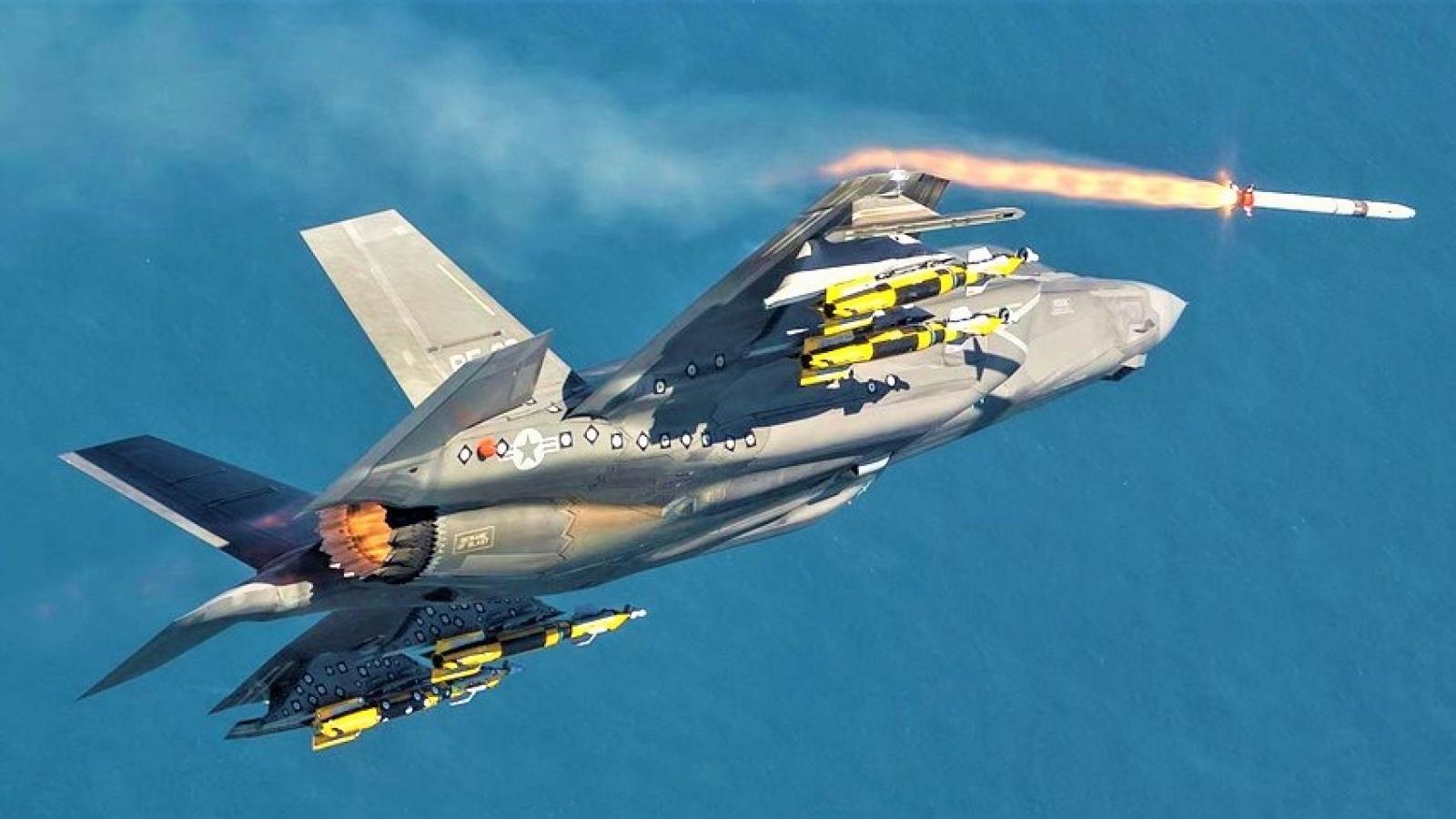 """Đằng sau việc Mỹ lại hoãn sản xuất """"siêu tiêm kích"""" thế hệ năm F-35"""