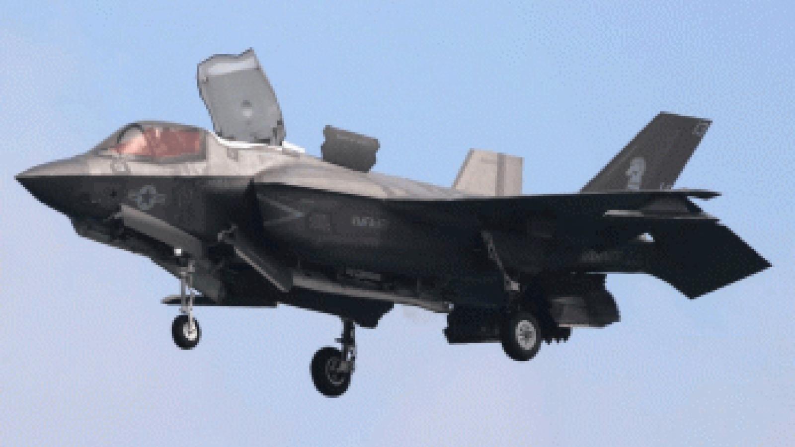 Video: Va chạm máy bay tiếp nhiên liệu, F-35B lao xuống đất, bốc cháy dữ dội
