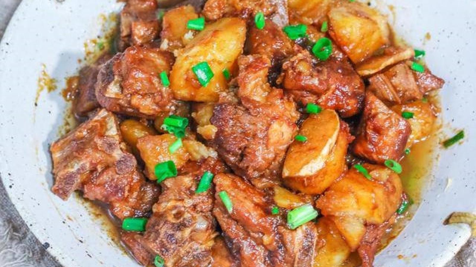 Bí quyết làm sườn kho khoai tây thơm ngon ngất ngây, nhà nhà đều thích