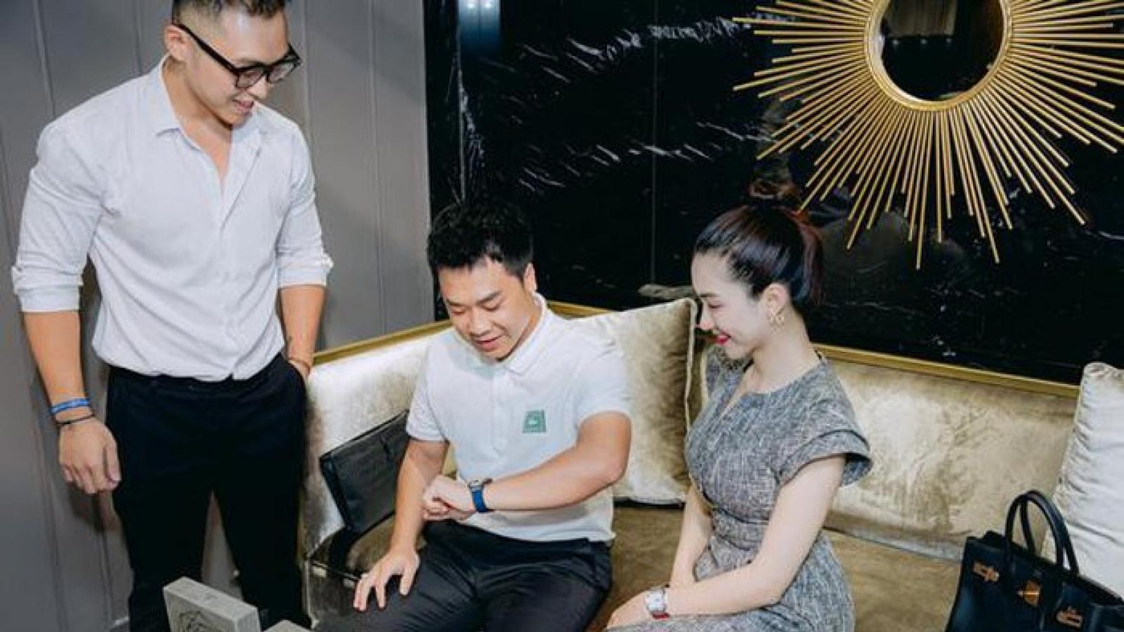 Chuyện showbiz: Hòa Minzy mạnh tay tậu đồng hồ tiền tỷ phiên bản giới hạn tặng bạn trai