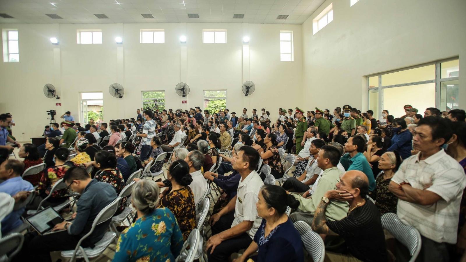 Hàng trăm người dự phiên xử vụ chủ quán Nhắng nướng bắt cô gái trẻ quỳ xin lỗi