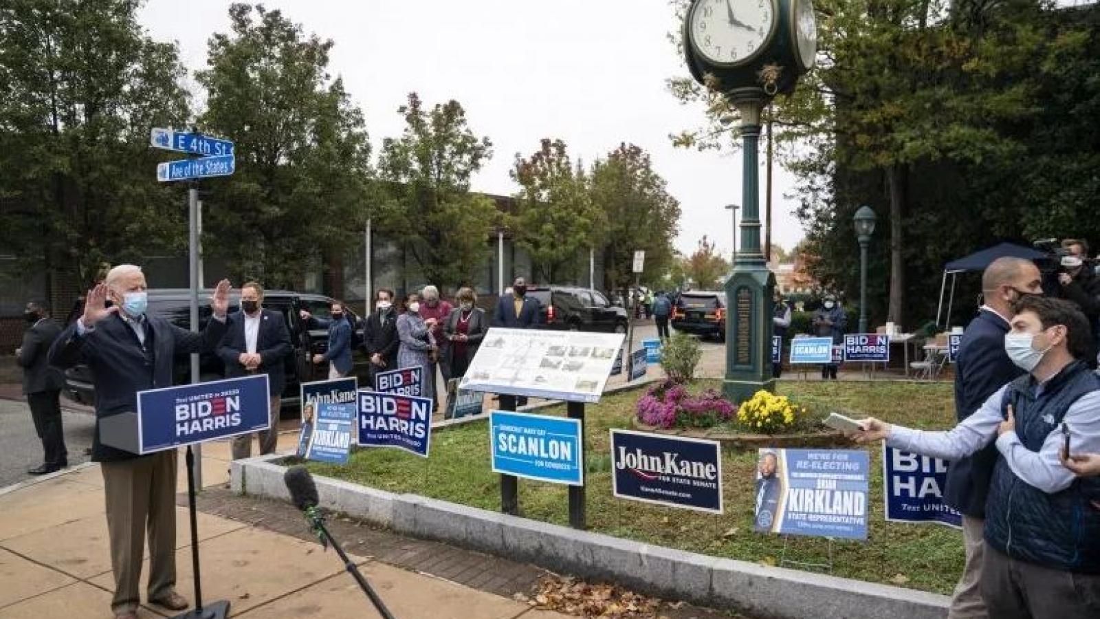 """Ông Biden đang """"đi vào vết xe đổ"""" của bà Hillary ở bang quê nhà Pennsylvania"""