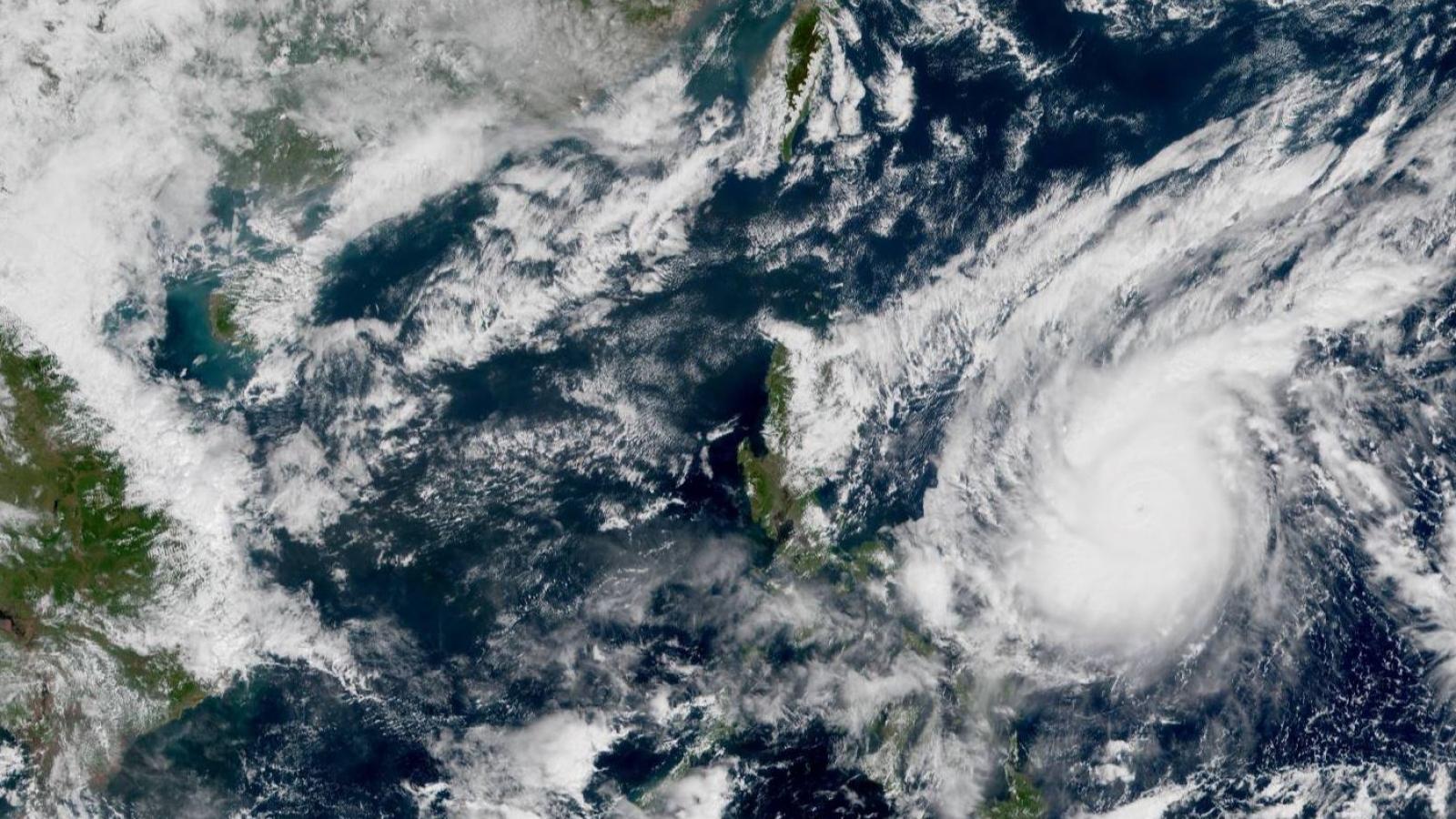 Siêu bão Goni sắp đi vào Biển Đông