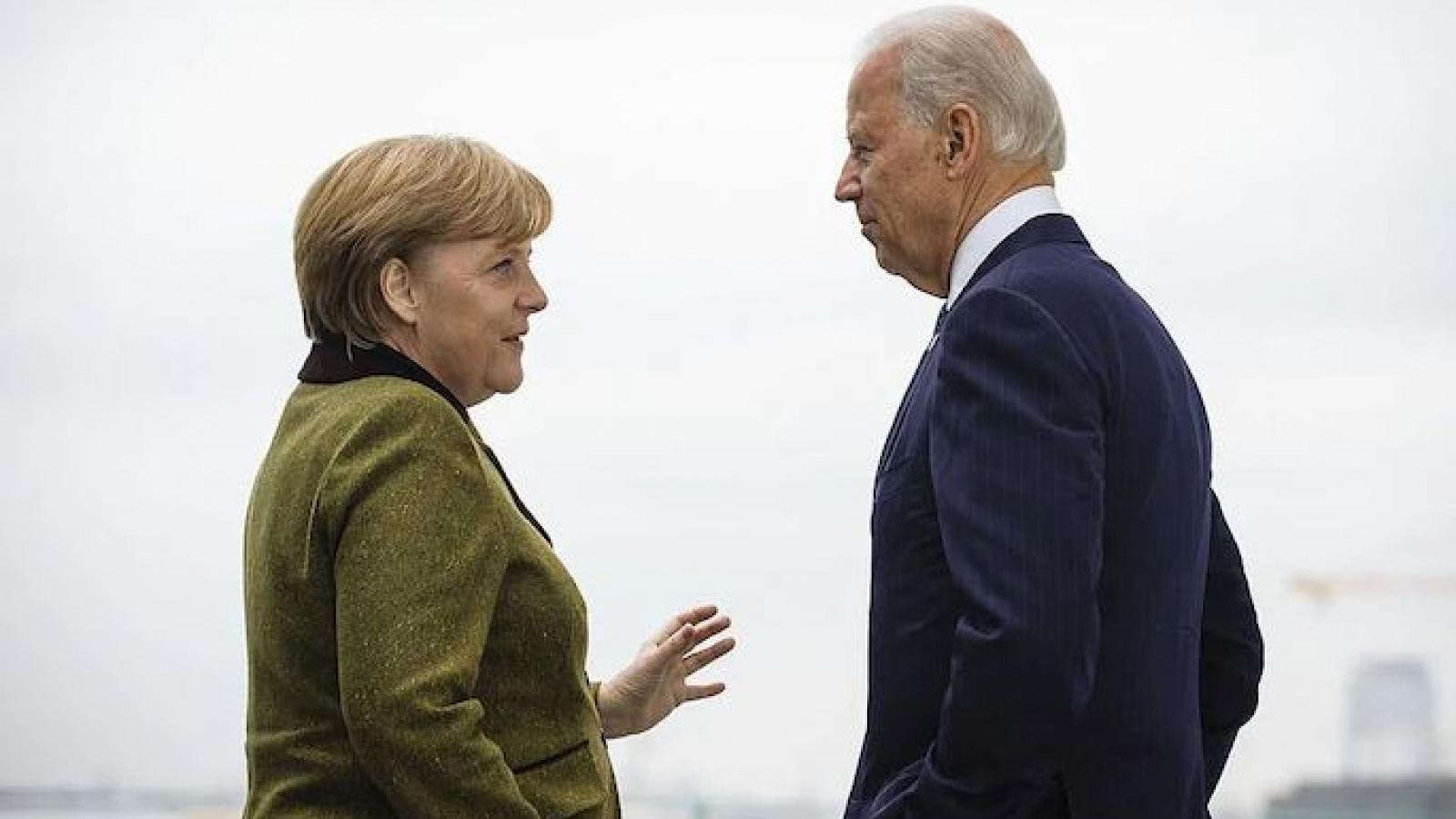 Dù Trump hay Biden chiến thắng, châu Âu cũng không thể mở sâm panh ăn mừng