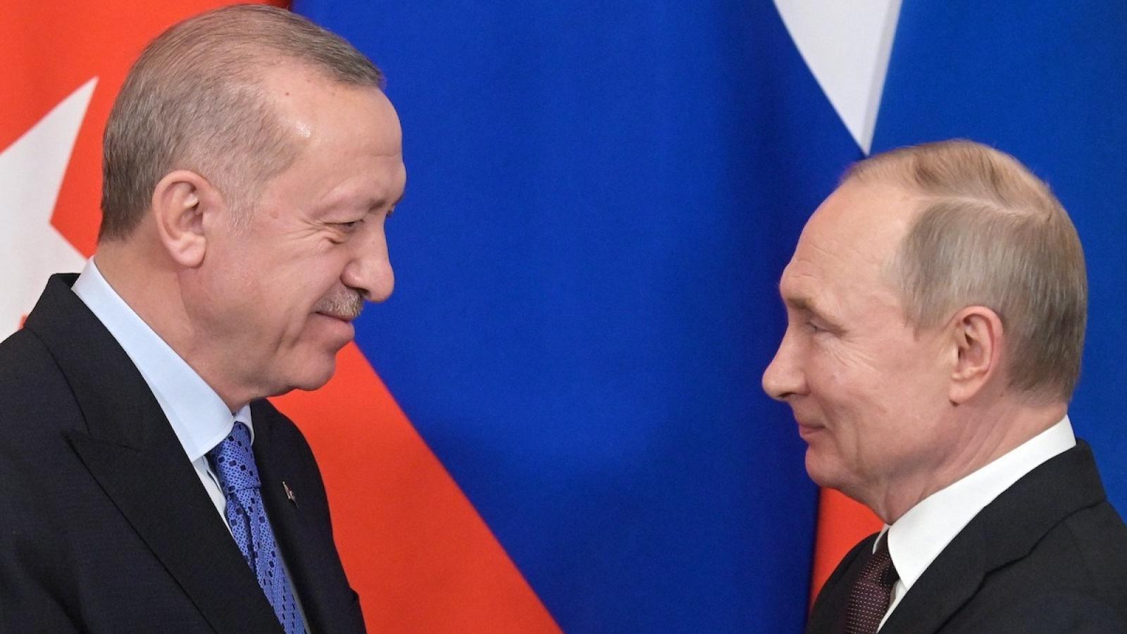 """Xung đột Nagorno-Karabakh: Nga """"muốn lặng"""" nhưng Thổ Nhĩ Kỳ """"chẳng đừng"""""""