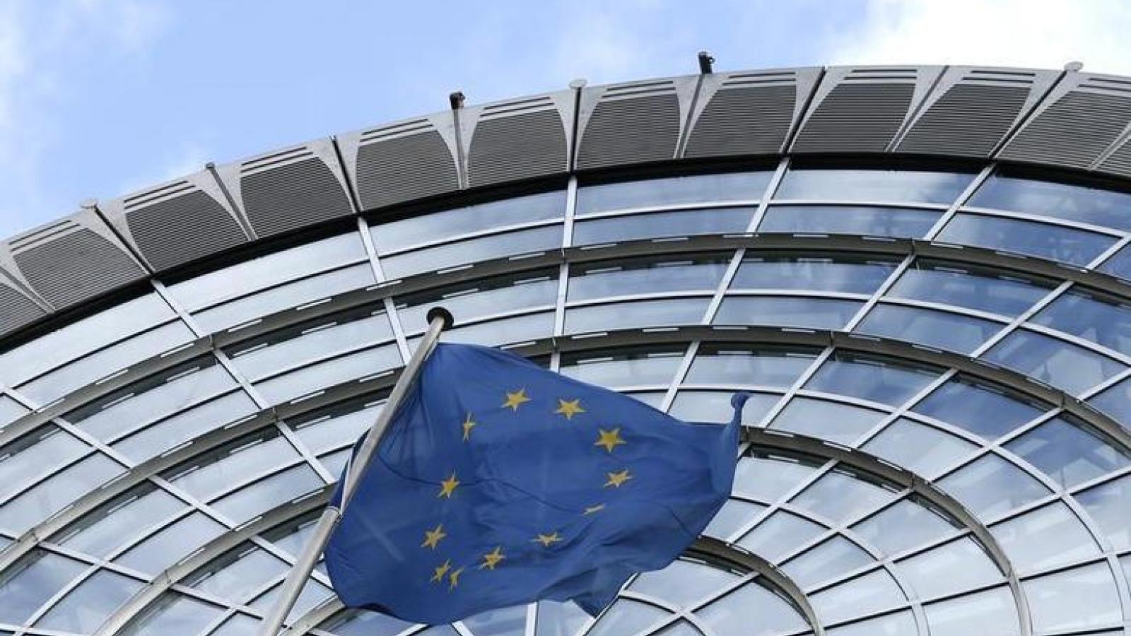 EU trừng phạt các cá nhân và công ty Nga về việc xây dựng cầu ở Crimea