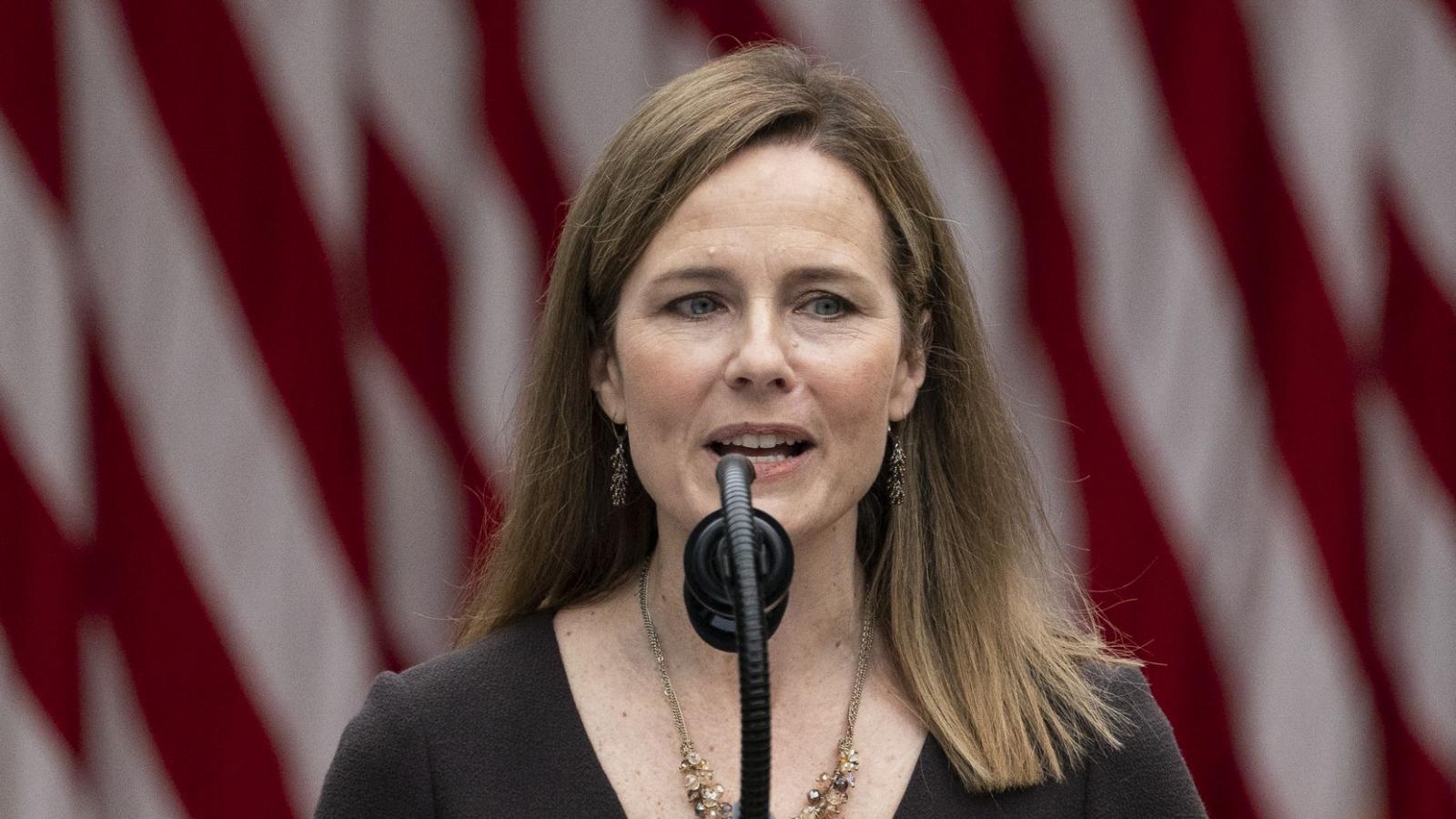 Video: Tân thẩm phán Tòa án Tối cao Mỹ Coney Barrett tuyên thệ nhậm chức