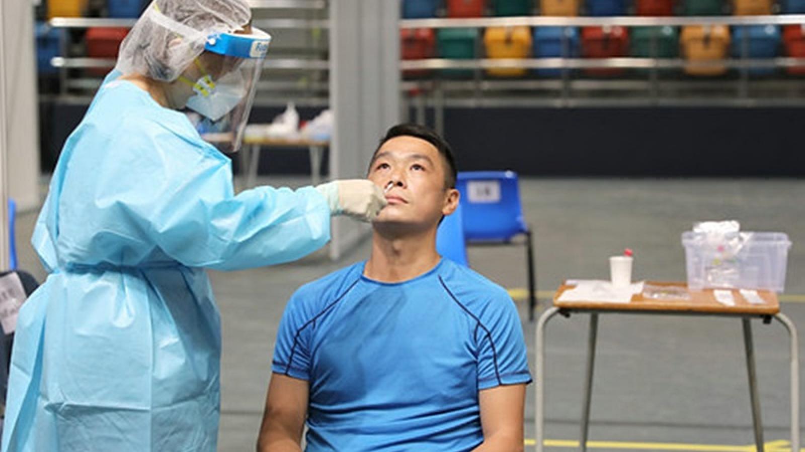 Số ca Covid-19 tăng trở lại, Hong Kong xem xét khả năng xét nghiệm bắt buộc