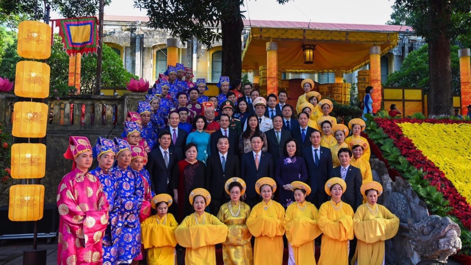 Lãnh đạo Hà Nội dâng hương tưởng niệm các vị tổ tiên và Chủ tịch Hồ Chí Minh