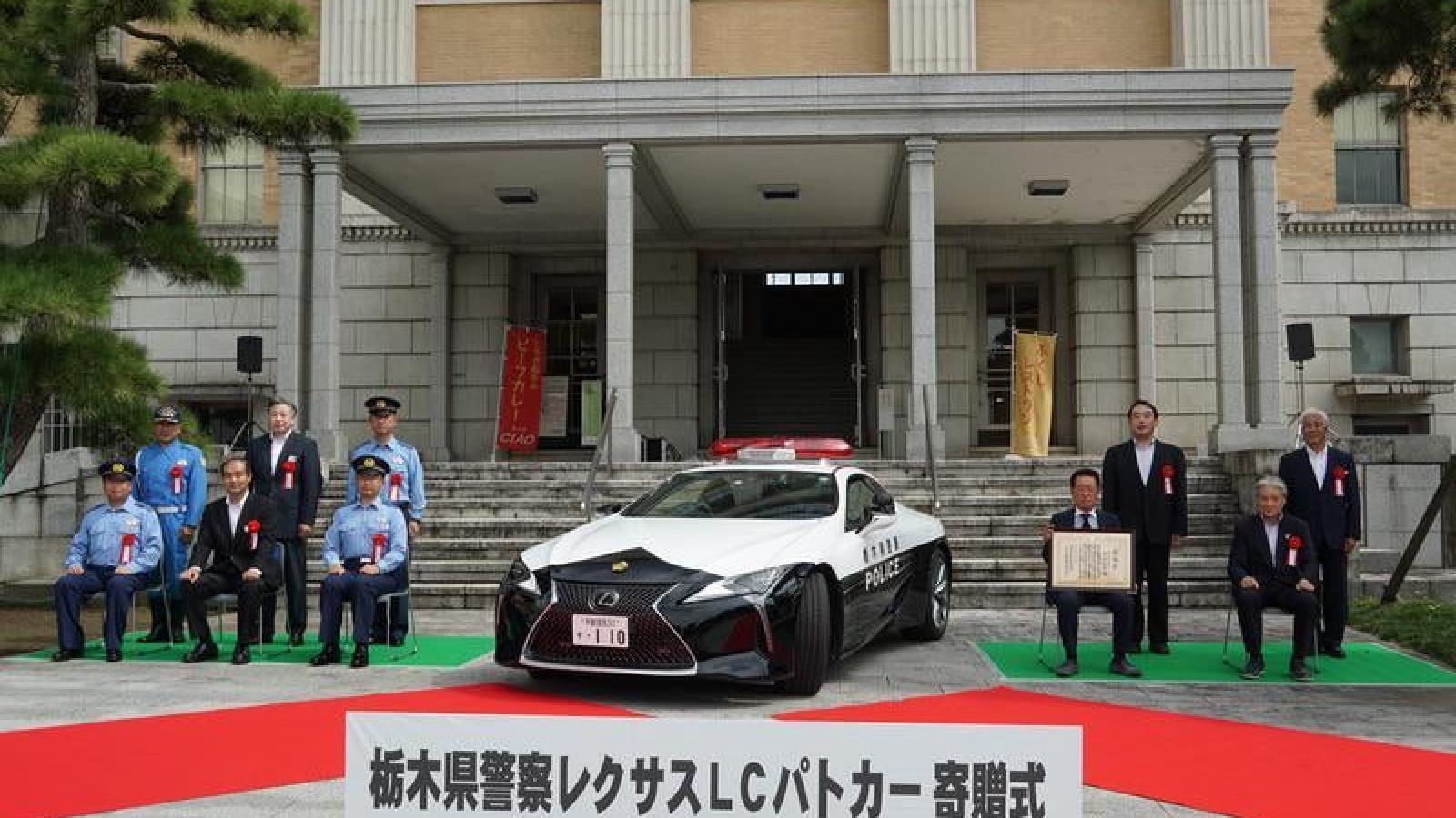 Cảnh sát Nhật Bản được tặng Lexus LC 500 làm xe tuần tra