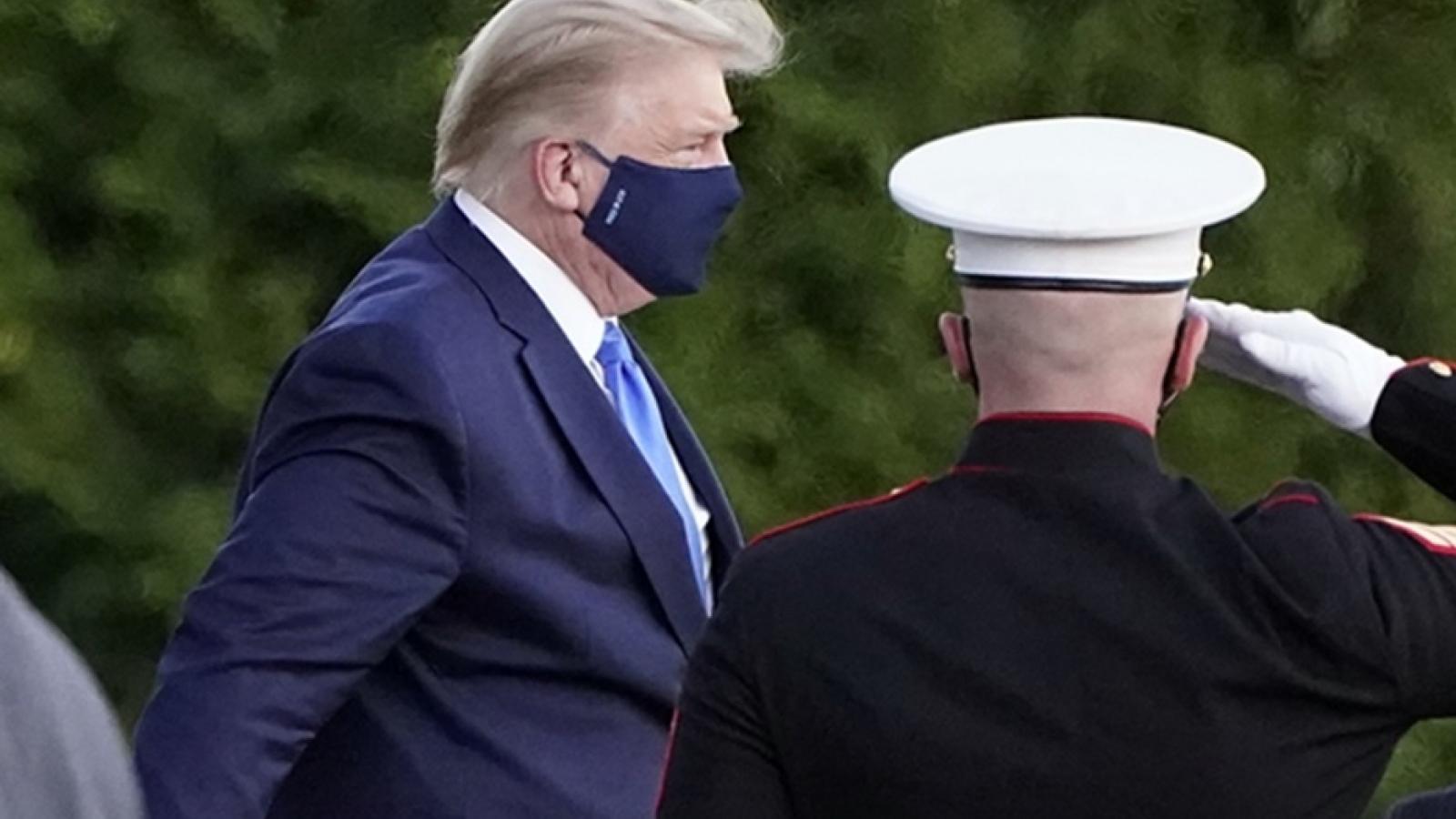 Tổng thống Mỹ Donald Trump mắc Covid-19 và những tác động đến cuộc đua tranh cử