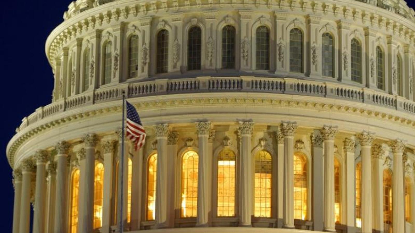 Hạ viện Mỹ thông qua đề xuất gói cứu trợ 2.200 tỷ USD ứng phó với Covid-19
