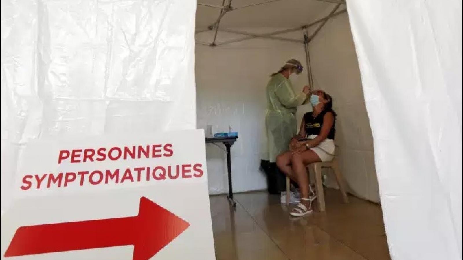 Pháp di chuyển bệnh nhân Covid-19 đi điều trị bằng máy bay