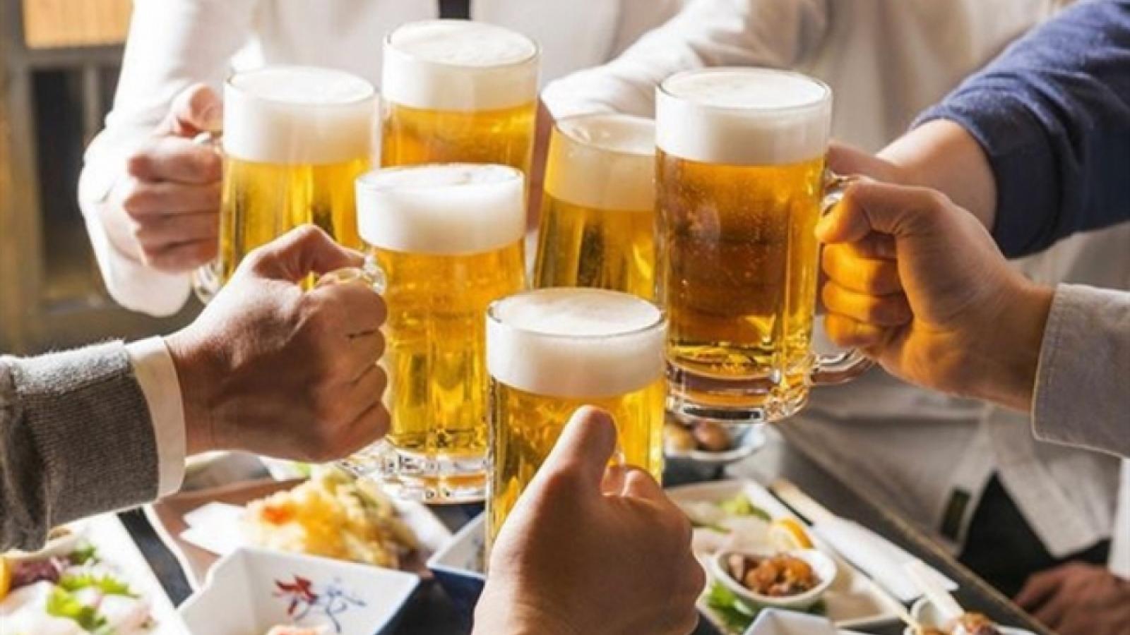 Phạt tiền người ép uống rượu bia: Khó chứng minh hành vi vi phạm