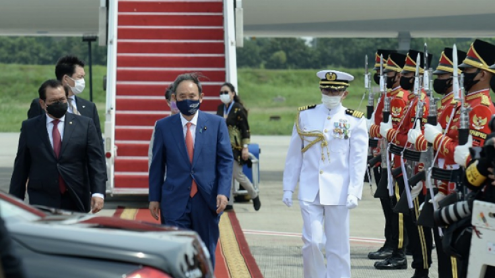 Thủ tướng Nhật Bản Suga Yoshihide bắt đầu chuyến thăm Indonesia