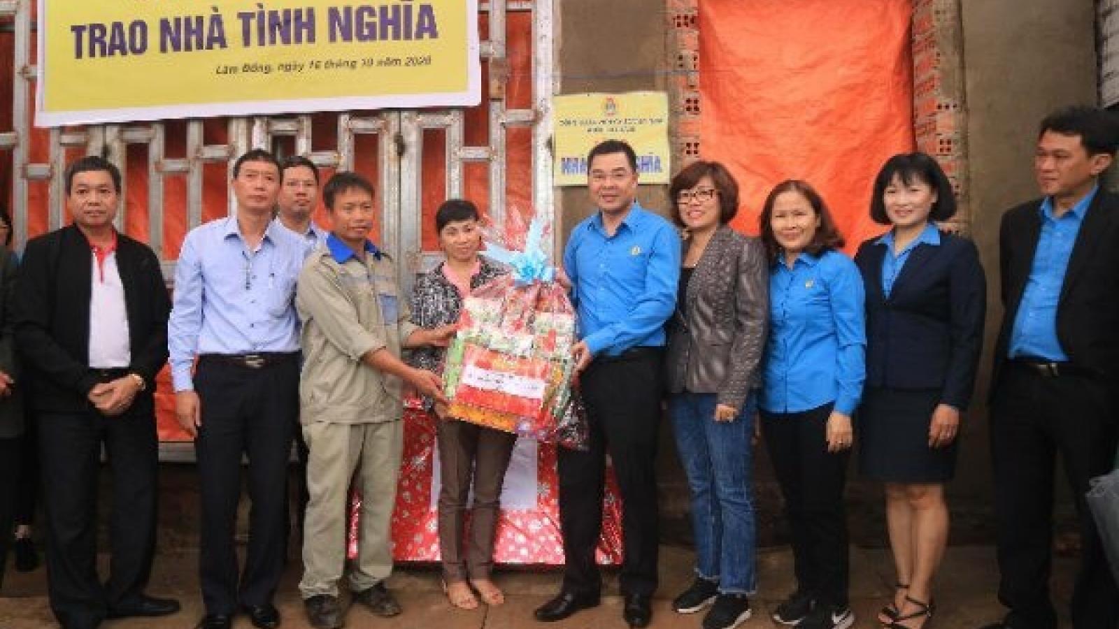 Khối Thi đua III trao nhà tình nghĩa tại Lâm Đồng