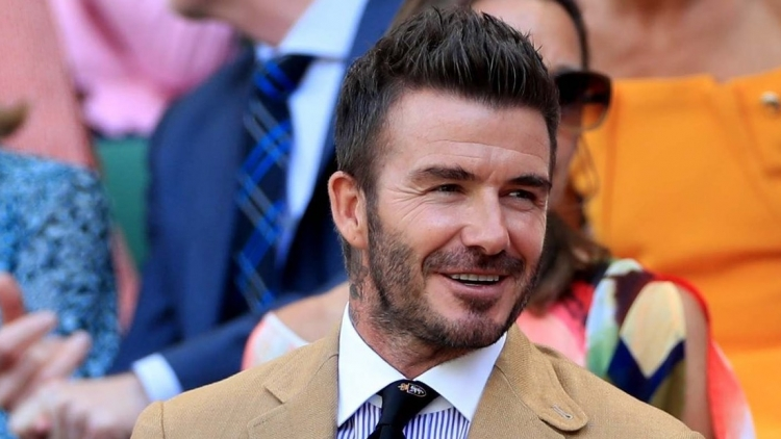 David Beckham trổ tài làm bánh cho các con