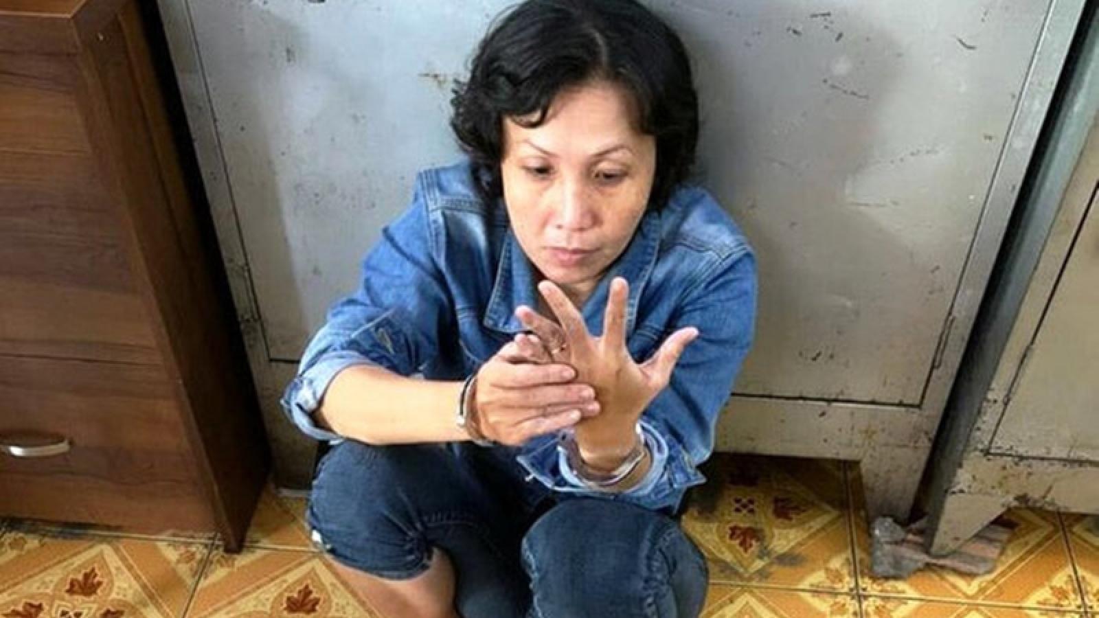 Người phụ nữ xúi giục bé trai trộm đồ của bà cụ bán hàng vỉa hè đã bị bắt giữ