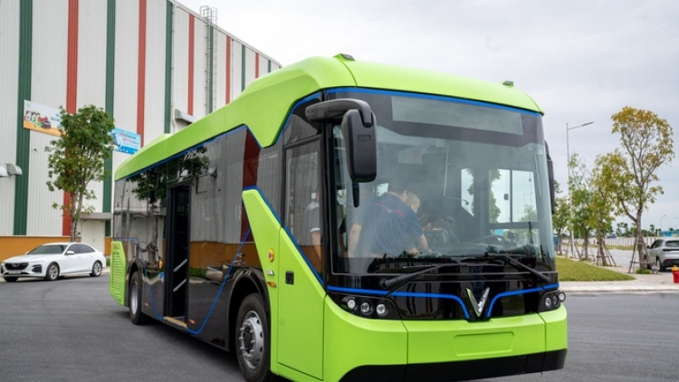 First electric bus goes on a trial run in Vietnam