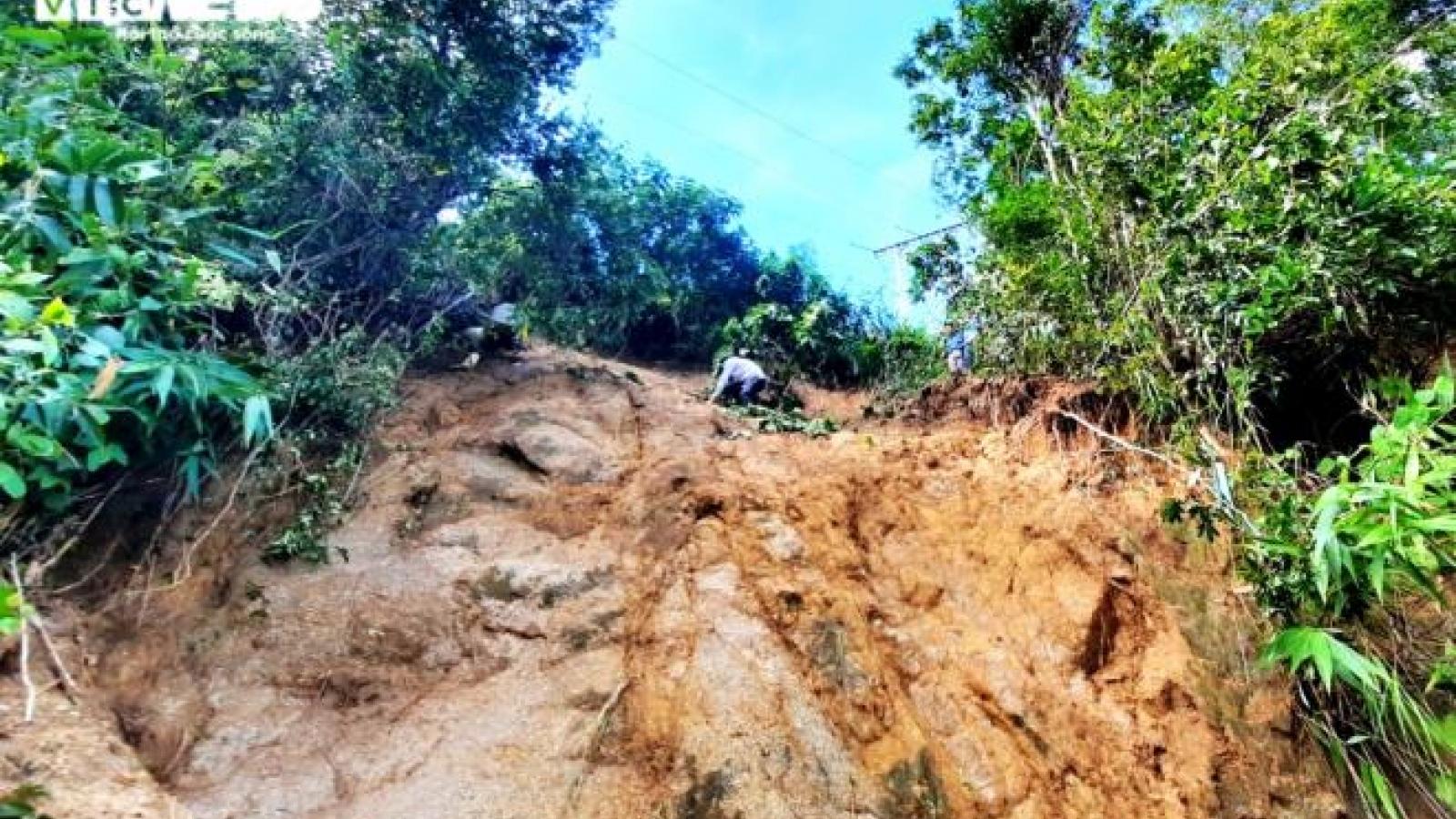 Rợn người đường vào hiện trường sạt lở vùi lấp 11 người ở Phước Lộc, Quảng Nam