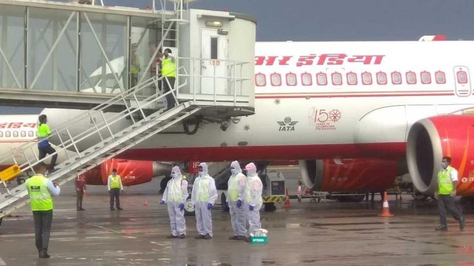2 hãng hàng không Ấn Độ dừng bay tới Hong Kongvì hành khách mắcCOVID-19