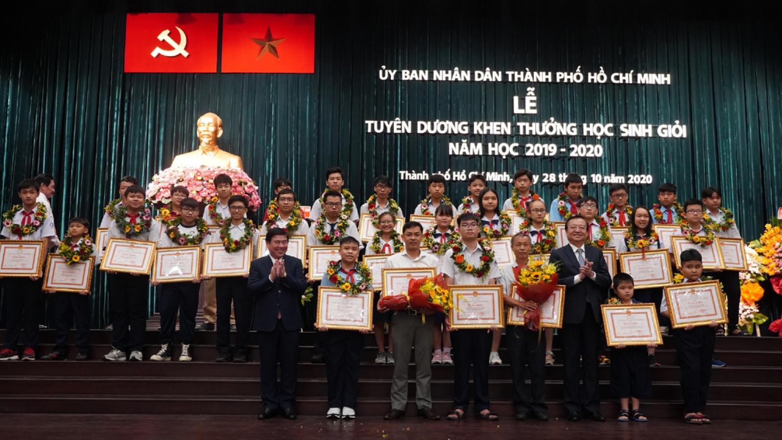 Trao thưởng 150 triệu đồng cho học sinh đạt giải Cuộc thi Olympic Toán Quốc tế