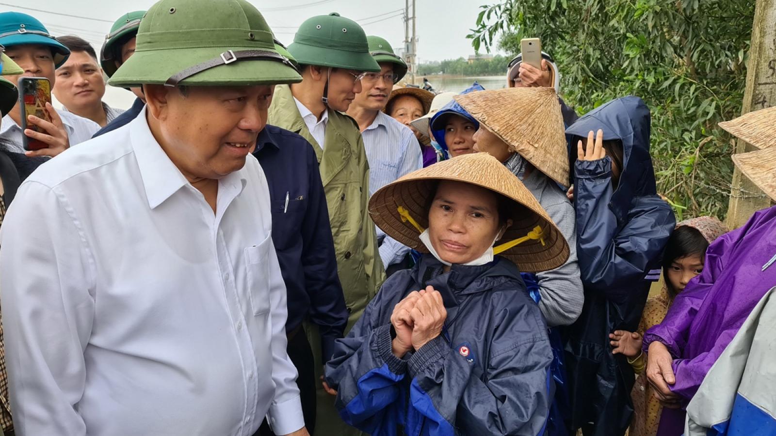 Phó Thủ tướng Thường trực Trương Hòa Bình: Không để ai bị đói rét trong và sau mưa lũ