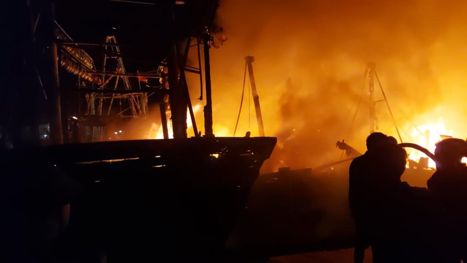 Xác định nguyên nhân vụ hỏa hoạn kinh hoàng thiêu rụi 4 tàu cá ở Nghệ An
