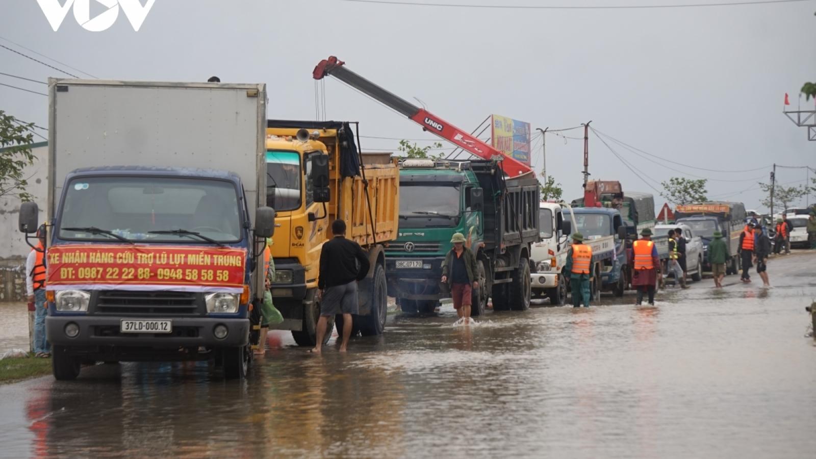 Tạm dừng thu phí BOT qua Quảng Trị cho các phương tiện phục vụ cứu trợ lũ lụt