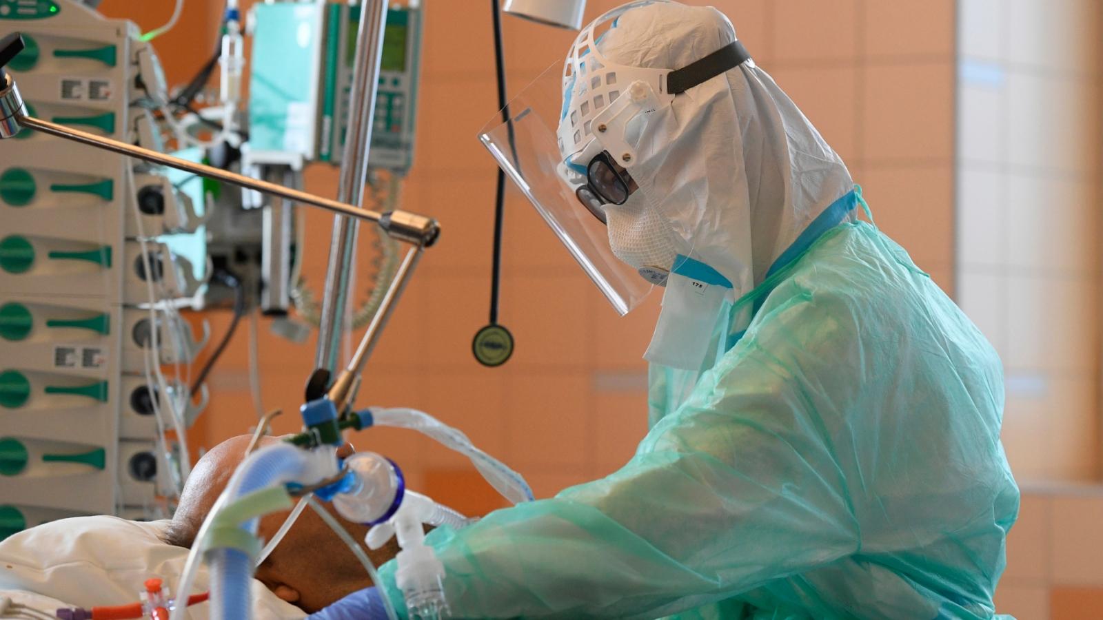 Hệ thống y tế quá tải, Séc đối mặt nguy cơ không kiểm soát được dịch Covid-19