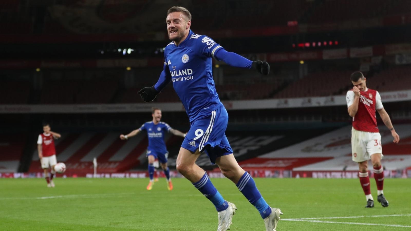 Vardy sắm vai siêu dự bị, Leicester hạ gục Arsenal ngay tại Emirates