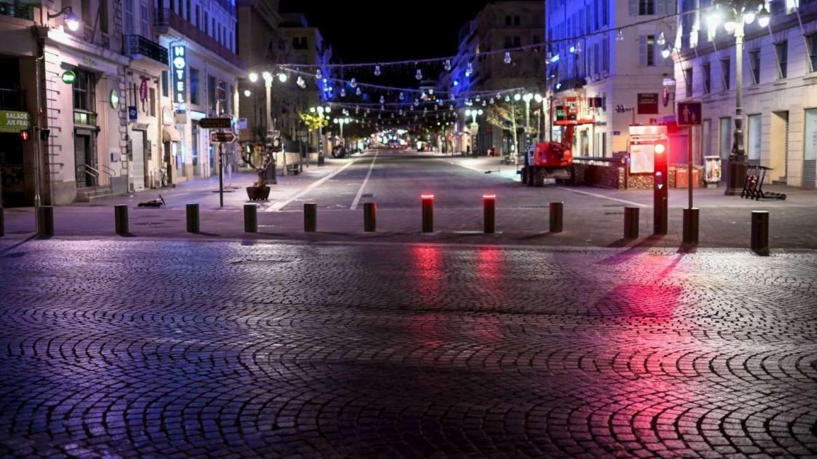 Đường phố Hi Lạp vắng vẻ sau lệnh giới nghiêm để phòng dịch Covid-19