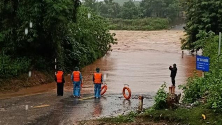 Heavy rain and flash floods ravage mountainous districts in Quang Tri province
