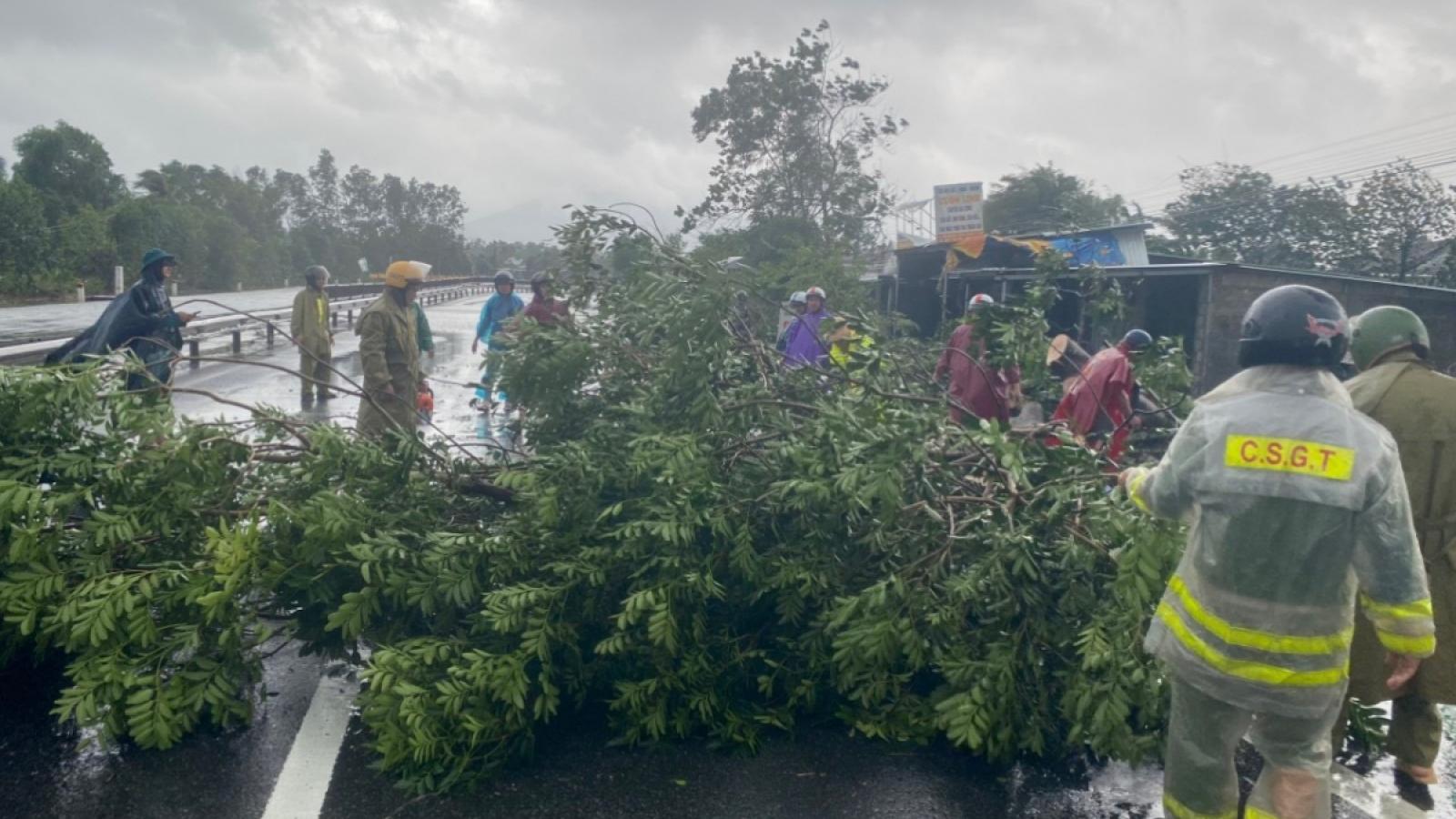 Bộ Y tế thành lập 7 Tổ công tác hỗ trợ các tỉnh miền Trung sau mưa lũ